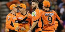 PERTH, AUSTRALIA - JANUARY 01: Andrew Tye of the Scorchers celebrates after taking the wicket of Ben Rohrer of the Thunder during the Big Bash League match between the Perth Scorchers and Sydney Thunder at WACA on January 1, 2017 in Perth, Australia.  (Photo by Will Russell/Getty Images)